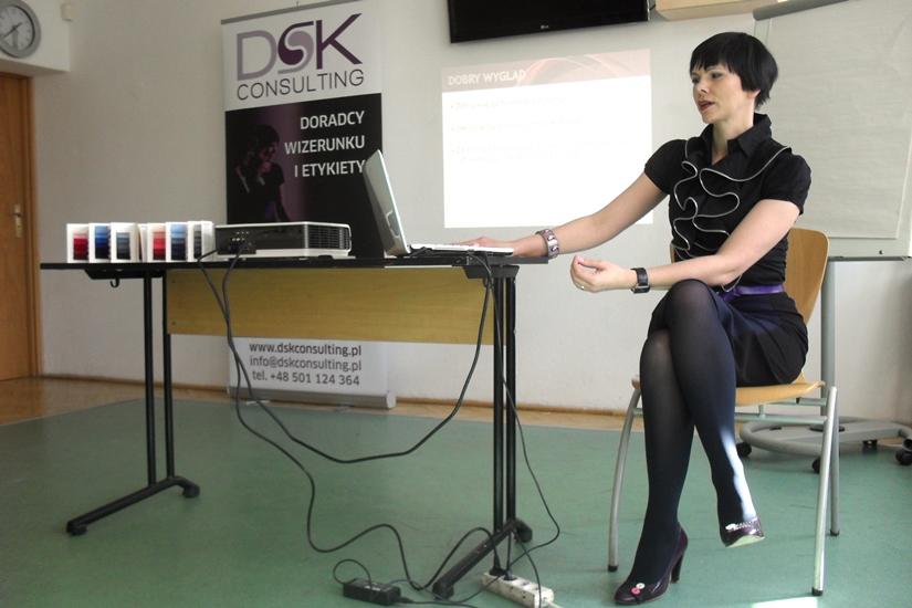 Doradca wizerunku prowadzi szkolenie z Dress code DSK Experts