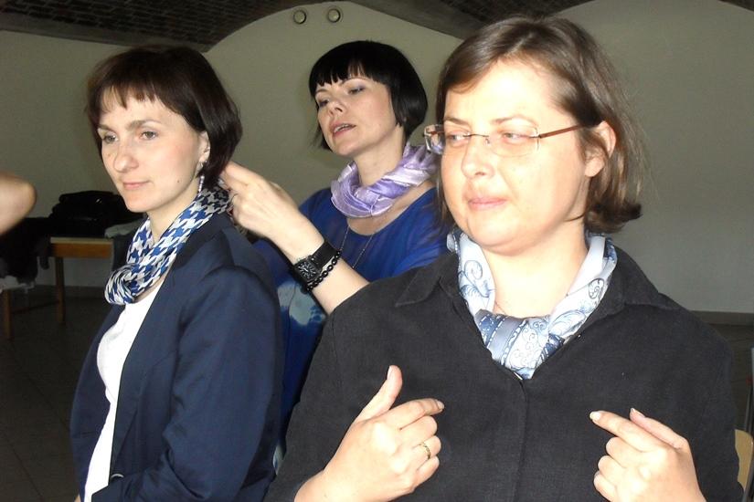 Jak zawiązać apaszkę - porady stylistki - Dorota Szcześniak Kosiorek